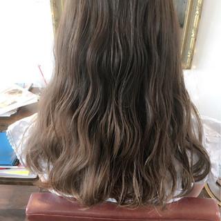 グラデーションカラー ミルクティー ロング ガーリー ヘアスタイルや髪型の写真・画像