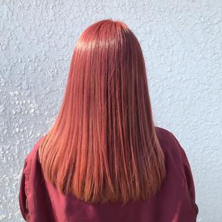 外国人風カラー フェミニン ピンク セミロング ヘアスタイルや髪型の写真・画像