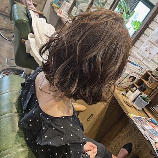 デート アンニュイほつれヘア ボブ フェミニン ヘアスタイルや髪型の写真・画像 | 平井 潮里/ENTRAIDE / ENTRAIDE  hair design studio