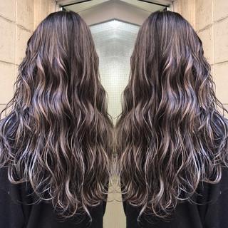 外国人風カラー セミロング グレージュ 3Dハイライト ヘアスタイルや髪型の写真・画像