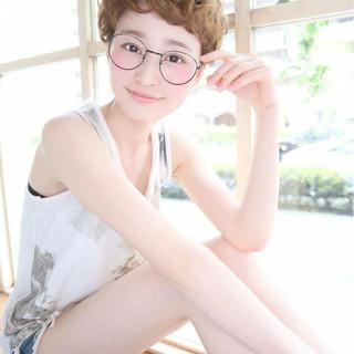 ショート ベリーショート フェミニン アッシュ ヘアスタイルや髪型の写真・画像