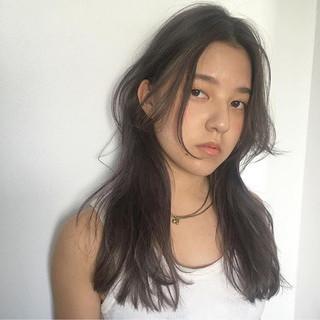暗髪 センターパート 抜け感 外国人風 ヘアスタイルや髪型の写真・画像 ヘアスタイルや髪型の写真・画像