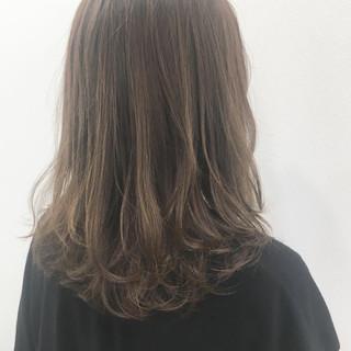 ショコラブラウン 外国人風 ミディアム ウェーブ ヘアスタイルや髪型の写真・画像