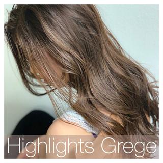 アンニュイほつれヘア 3Dハイライト ナチュラル グレージュ ヘアスタイルや髪型の写真・画像