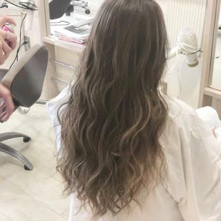 ロング ハイライト 美髪 ナチュラル ヘアスタイルや髪型の写真・画像 ヘアスタイルや髪型の写真・画像