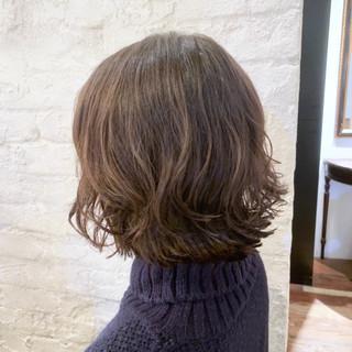 簡単スタイリング コテ巻き風パーマ デジタルパーマ ナチュラル ヘアスタイルや髪型の写真・画像