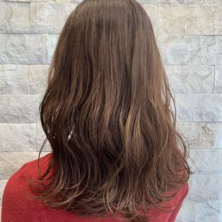ゆる巻き グラデーションカラー ロング ナチュラル ヘアスタイルや髪型の写真・画像