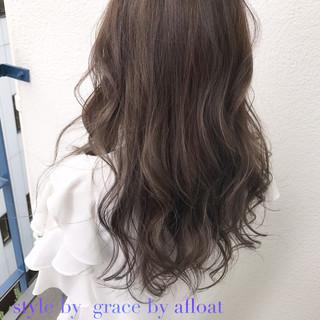 アッシュ グレージュ ブラウン ミディアム ヘアスタイルや髪型の写真・画像