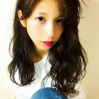 セミロング フェミニン 大人かわいい かき上げ前髪 ヘアスタイルや髪型の写真・画像 ヘアスタイルや髪型の写真・画像