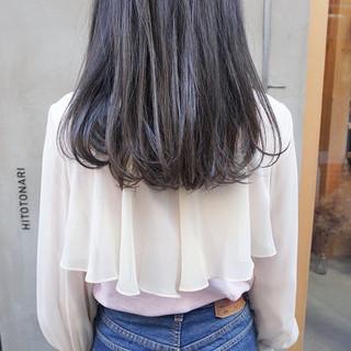 セミロング グレージュ くすみカラー 透明感カラー ヘアスタイルや髪型の写真・画像