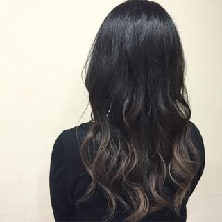 グラデーションカラー 暗髪 セミロング グレージュ ヘアスタイルや髪型の写真・画像