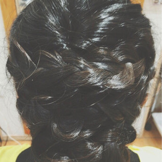 ミディアム ナチュラル 編み込み 結婚式 ヘアスタイルや髪型の写真・画像 ヘアスタイルや髪型の写真・画像