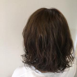 フェミニン パーマ 暗髪 黒髪 ヘアスタイルや髪型の写真・画像 ヘアスタイルや髪型の写真・画像