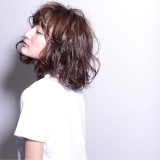 ストリート セミロング パーマ 黒髪 ヘアスタイルや髪型の写真・画像 ヘアスタイルや髪型の写真・画像