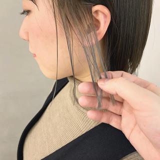 アッシュベージュ インナーカラー ポイントカラー ナチュラル ヘアスタイルや髪型の写真・画像