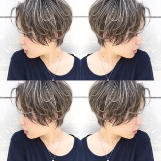 雨の日 アンニュイ ハイライト ショート ヘアスタイルや髪型の写真・画像