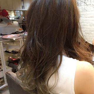 コンサバ アッシュ グラデーションカラー フェミニン ヘアスタイルや髪型の写真・画像