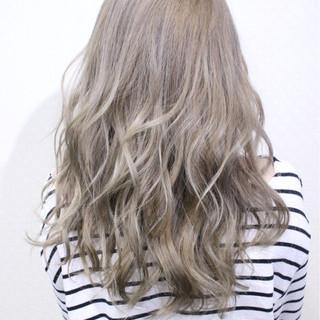 アンニュイ ゆるふわ ナチュラル ホワイト ヘアスタイルや髪型の写真・画像 ヘアスタイルや髪型の写真・画像
