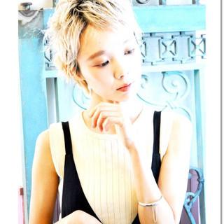 ベリーショート ブリーチ ダブルカラー ハイトーンカラー ヘアスタイルや髪型の写真・画像