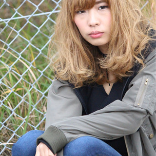 色気 ゆるふわ グラデーションカラー 外国人風 ヘアスタイルや髪型の写真・画像