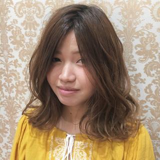 外国人風 ミディアム ウェーブ 外国人風カラー ヘアスタイルや髪型の写真・画像 ヘアスタイルや髪型の写真・画像