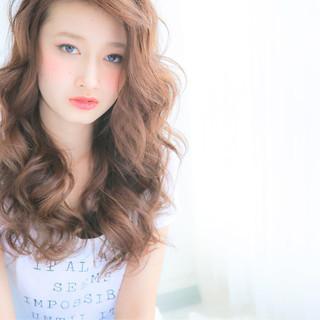 フェミニン 大人かわいい 波ウェーブ ナチュラル ヘアスタイルや髪型の写真・画像