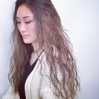 パーマ 暗髪 ロング 外国人風 ヘアスタイルや髪型の写真・画像