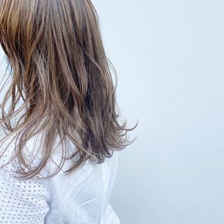 ヌーディーベージュ セミロング 極細ハイライト ハイライト ヘアスタイルや髪型の写真・画像