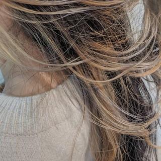 ミルクティーベージュ ハイトーン インナーカラー ロング ヘアスタイルや髪型の写真・画像