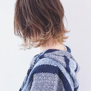 グラデーションカラー バレイヤージュ インナーカラー ウルフカット ヘアスタイルや髪型の写真・画像