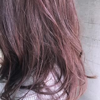 前髪あり セミロング ナチュラル アッシュ ヘアスタイルや髪型の写真・画像