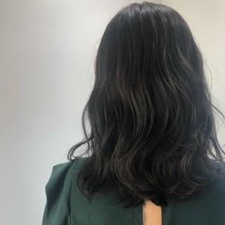 ウェーブ ナチュラル 地毛風カラー グレージュ ヘアスタイルや髪型の写真・画像