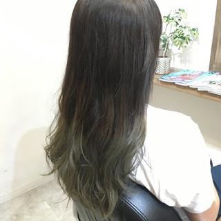 セミロング グラデーションカラー ハイライト アッシュ ヘアスタイルや髪型の写真・画像