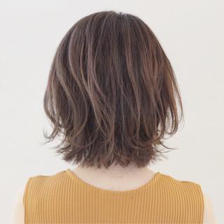 外ハネ 抜け感 アッシュ 透明感 ヘアスタイルや髪型の写真・画像 ヘアスタイルや髪型の写真・画像