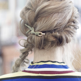 ワイドバング デート ハイトーン ガーリー ヘアスタイルや髪型の写真・画像