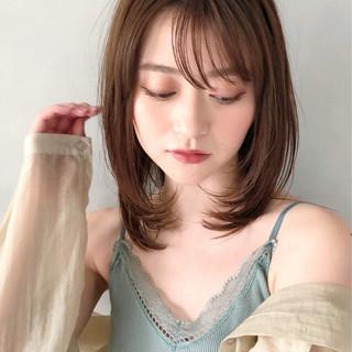 アッシュベージュ 鎖骨ミディアム ゆるふわパーマ ミディアム ヘアスタイルや髪型の写真・画像