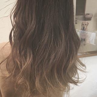 フェミニン 大人かわいい アッシュ ロング ヘアスタイルや髪型の写真・画像