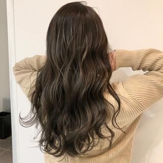 巻き髪 ロング ミルクティーベージュ 外国人風 ヘアスタイルや髪型の写真・画像