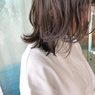 ミディアムレイヤー ウルフカット ナチュラルウルフ レイヤーカット ヘアスタイルや髪型の写真・画像
