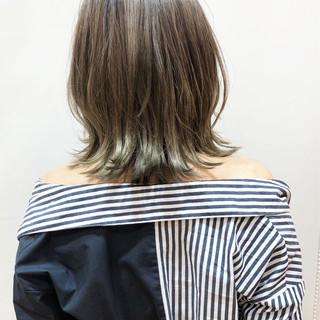 ミディアム グレージュ デート スポーツ ヘアスタイルや髪型の写真・画像