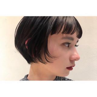 小顔ショート ナチュラル ショートバング 前下がりショート ヘアスタイルや髪型の写真・画像