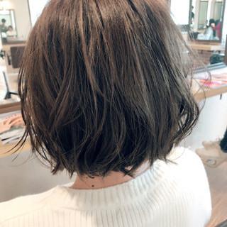 アッシュベージュ ゆる巻き ガーリー アッシュグレー ヘアスタイルや髪型の写真・画像