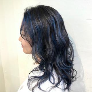 ハイライト ベージュ バレイヤージュ ストリート ヘアスタイルや髪型の写真・画像
