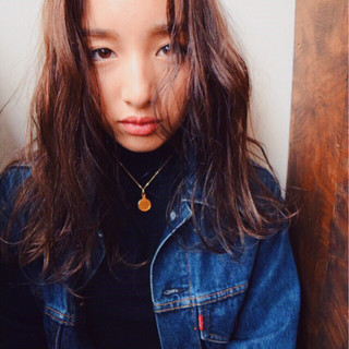 グラデーションカラー ロング ストレート 暗髪 ヘアスタイルや髪型の写真・画像