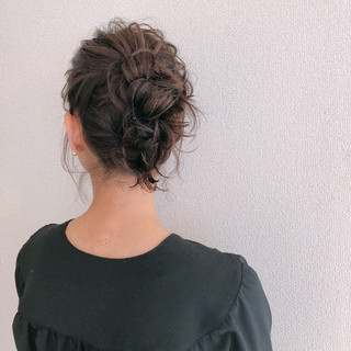 お団子 ヘアアレンジ セミロング ナチュラル ヘアスタイルや髪型の写真・画像 ヘアスタイルや髪型の写真・画像