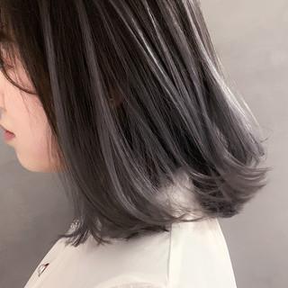 ナチュラル シルバーグレー ホワイトシルバー 透明感カラー ヘアスタイルや髪型の写真・画像