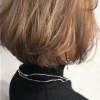 ミルクティーベージュ ショートボブ ナチュラル ダブルカラー ヘアスタイルや髪型の写真・画像