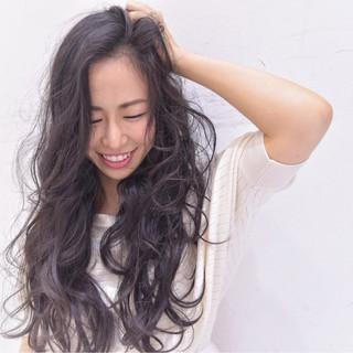 小顔 フェミニン パーマ 暗髪 ヘアスタイルや髪型の写真・画像