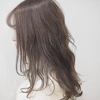 秋冬スタイル セミロング ミルクティーグレージュ ナチュラルブラウンカラー ヘアスタイルや髪型の写真・画像