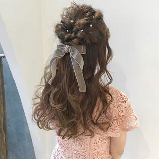 ミルクティーベージュ ロング ガーリー 二次会 ヘアスタイルや髪型の写真・画像